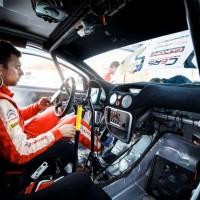 Řidič závodního vozu