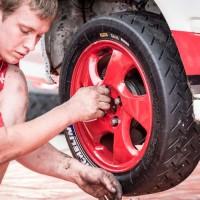 Mechanik závodního vozu